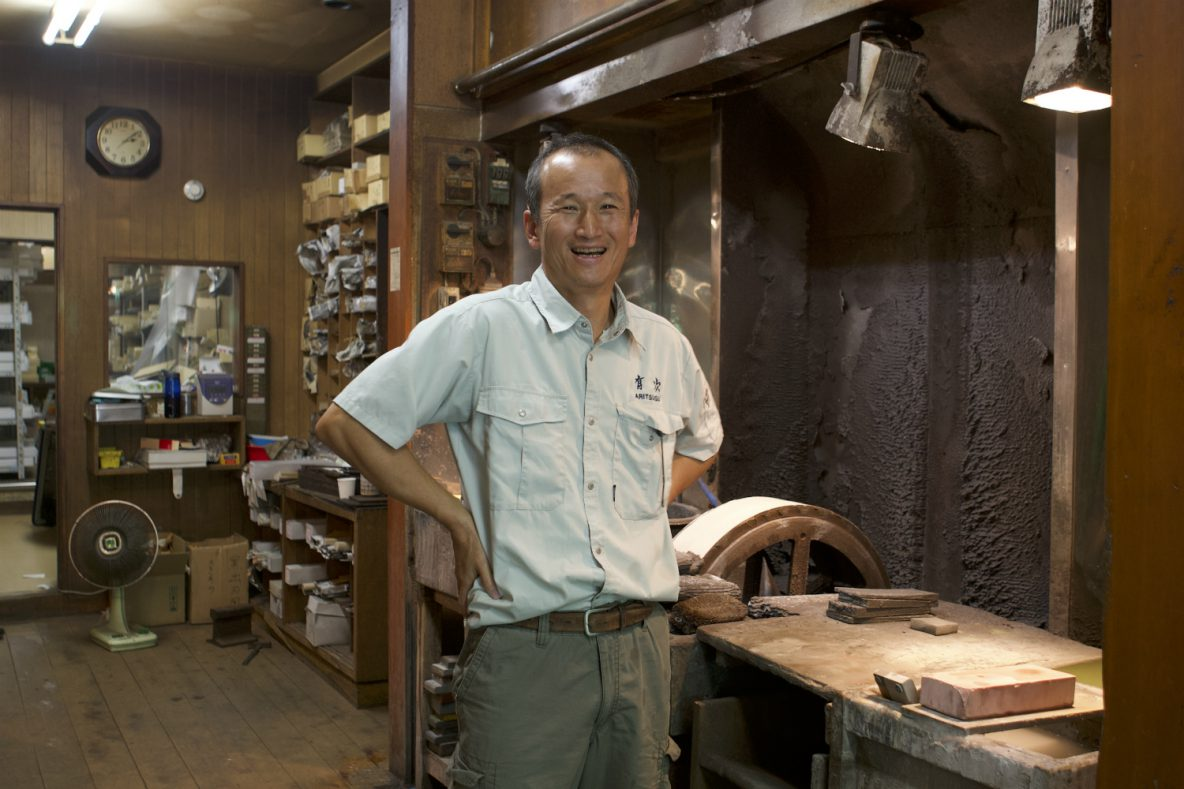 Aritsugu. Knife shop favoured by local fishmongers and foreign celebrity chefs.